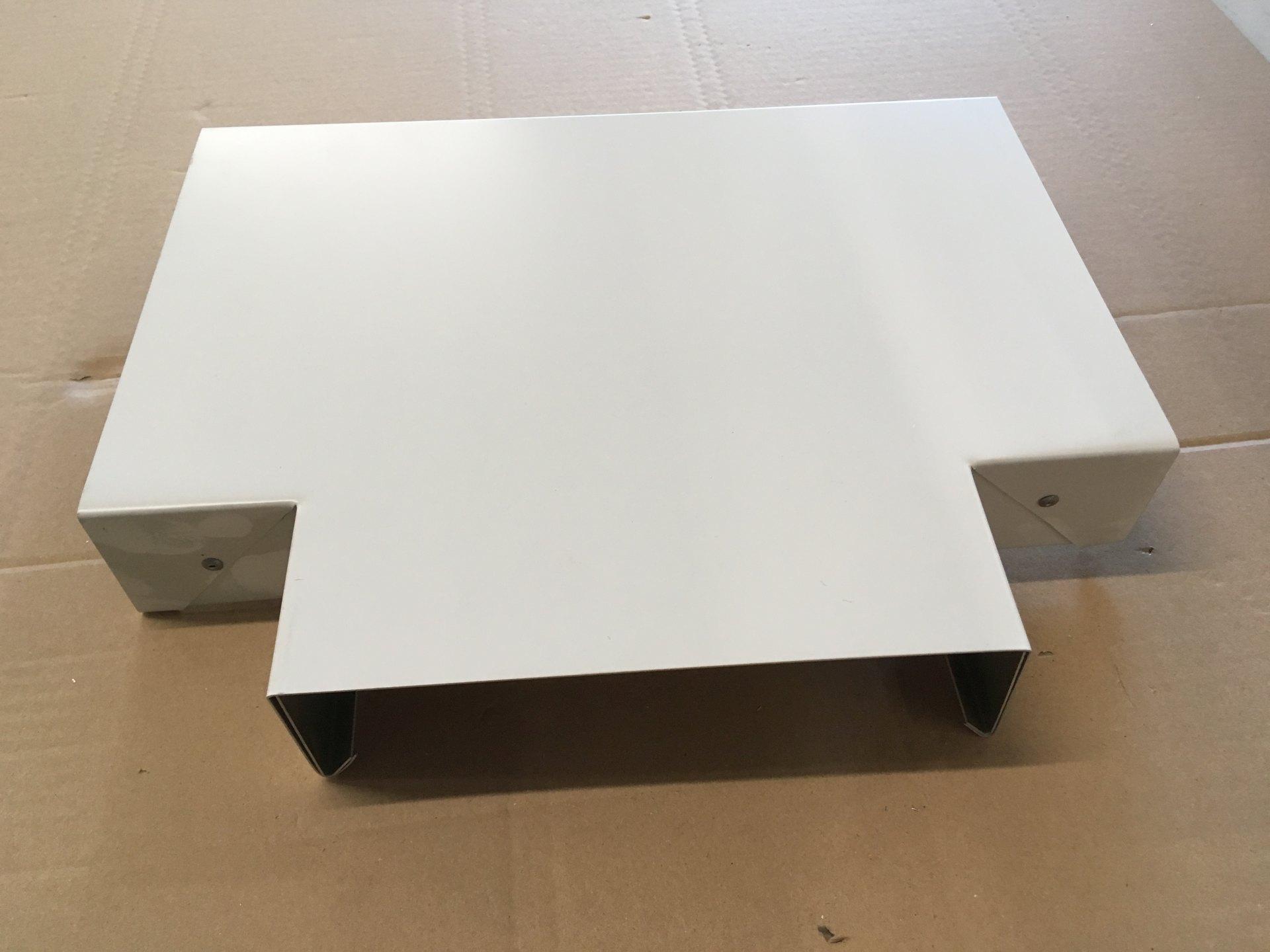 T-Stück in Aluminium weiß, Abdeckungsbreite 20cm